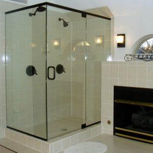 Có nên mua vách kính phòng tắm giá rẻ?